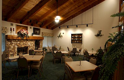 Dining Room at Stillwaters Lodge Retreat and Conference Center, FL